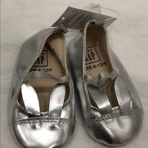 Baby Gap Baby Girls Silver Bunny walker shoes